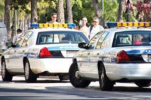 ハワイ(アメリカ)の交通ルール ポリス・パトカーに停車を命じられたら即停車し運転席で待機